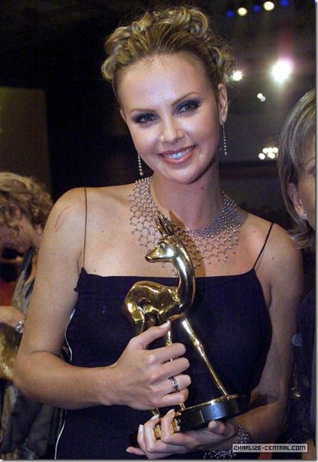 CharlizeTheronEvent2000BambiAwrs(Germany)