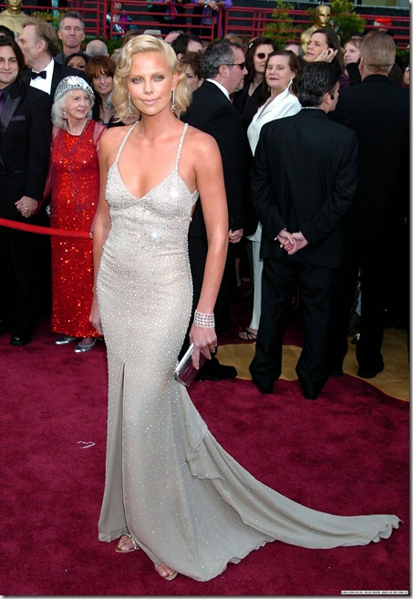 CharlizeTheronEvent2004Oscars1